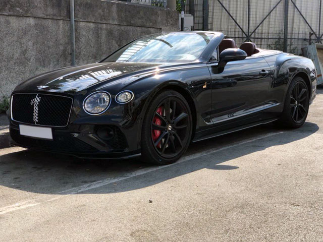 Booking and rental cabriolet, delivery to Tignes