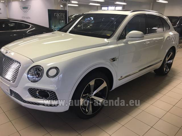 Rental Bentley Bentayga W12 NAIM 22 Rear-Enterteiment in Grenoble