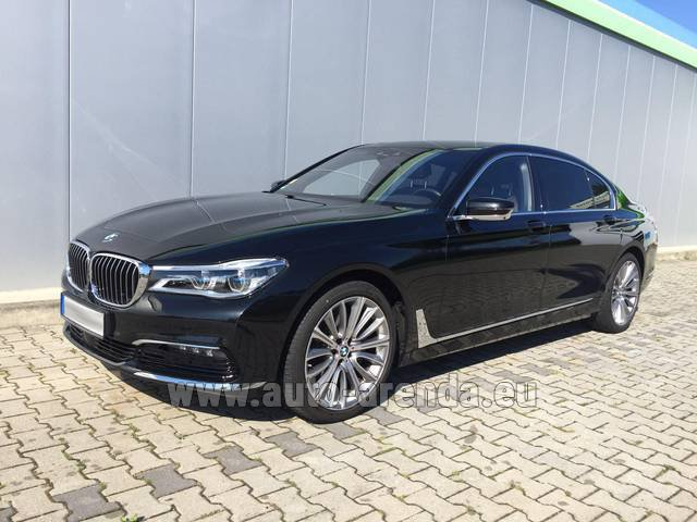 Rental BMW 740 Lang xDrive M Sportpaket Executive Lounge in Nice
