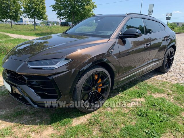 Rental Lamborghini Urus in Paris