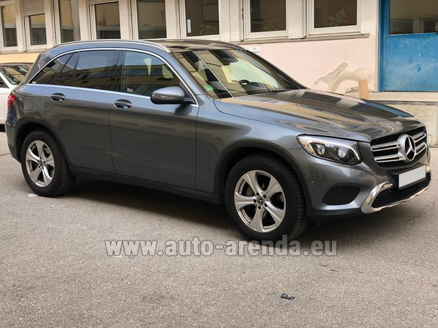 Rental Mercedes-Benz GLC 220d 4MATIC AMG equipment in Saint-Jean-de-Maurienne