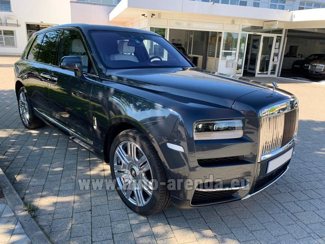 Hire and delivery to Val Thorens the car Rolls-Royce Cullinan dark grey